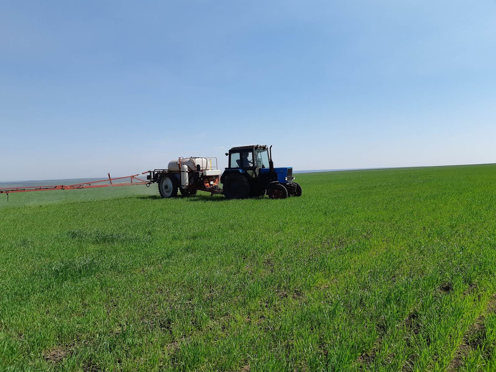Процесс обработки поля Пшеница озимая препаратами ООО ТД Кирово-Чепецкая Химическая Компания